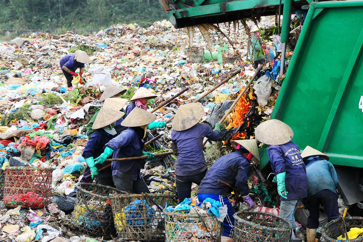 Phân loại rác thải tại nguồn: 'Khó nhưng dứt khoát phải làm'