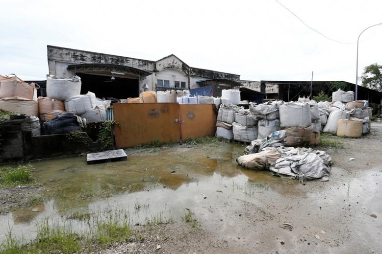Malaysia vật lộn với đống phế liệu của thế giới