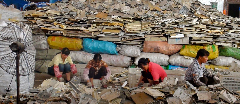 Phế liệu nhập khẩu: Nguyên liệu hay rác thải?