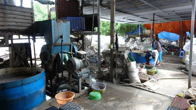 Xay nhựa phế liệu xả thải ra môi trường