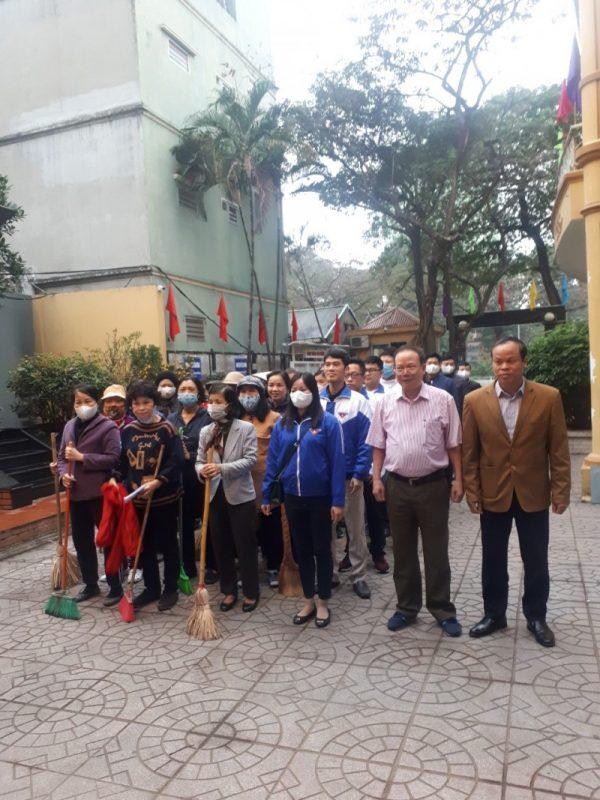 Tích cực tham gia các hoạt động vệ sinh môi trường, góp phần phòng chống dịch bệnh, bảo vệ sức khỏe